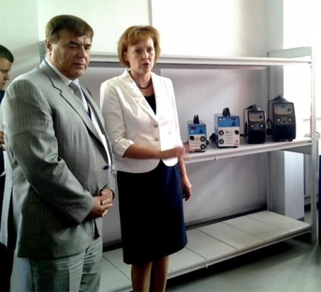 Руководитель Управления инвестиционных программ капитальных вложений «Росатома» Геннадий Сахаров и руководитель учебного центра
